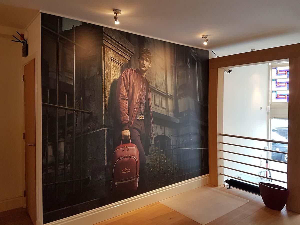 Naadloos behang en luxe kunststof logo's voor ROYAUMS